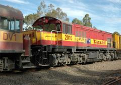 DQ2010 on train #33 at Railton in February 2005. This loco and driving trailer DV1 were are being to