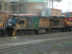 ZR2100 waits in Hobart for the departure of the evening goods train, January 2005
