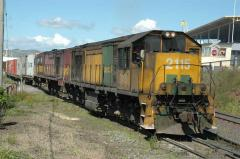 ZA2115 and Z2112 prepare for departure from Hobart on train 66, October 2005