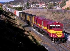 Freshly repainted 2112 leads 2117 and 2110 with train 736 Hobart's suburbs. May 2000