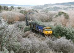 ZR2101 - ZP2100 head east through Avoca with a very late running empty coal train on 20 June 2006, w