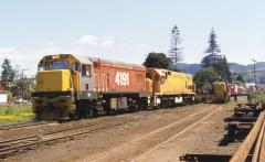 DC4191 and DX5425 lead a southbound freight at Tanwahanui, New Zealand; October 1981