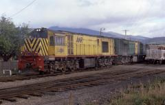 ZA5 and ZA1 shunt Boyer loading from their train at Bridgewater Junction, March 1985