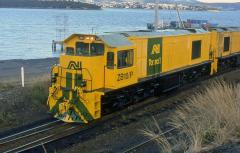 Freshly released ZB10 shows it clean yellow paint at the head of train 116 in Hobart, January 1997