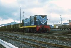 In June 1979, 1004 hauls a rake of concentrate wagons through the tippler at Burnie
